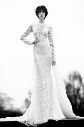 שמלת כלה מחשוף שרשראות