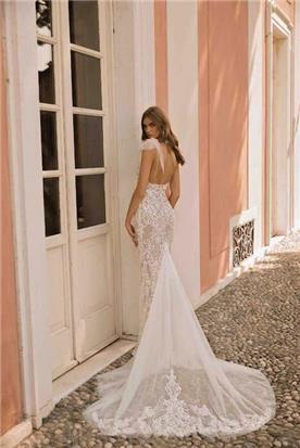 שמלת כלה: קולקציית 2019, שמלה בסגנון רומנטי, שמלה עם תחרה, שמלה עם שובל, שמלה עם גב חשוף, שמלה בצבע לבן - ברטה BERTA