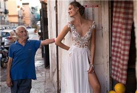 שמלה עדינה עם סשה