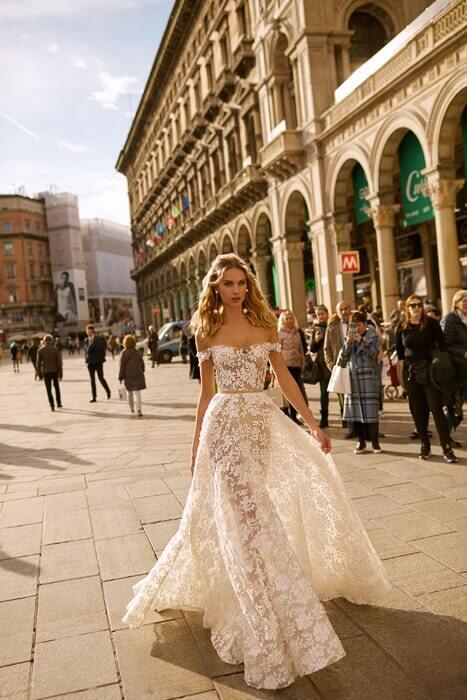 שמלת כלה מטול עם פרחים