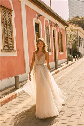 שמלות בצבע שמנת