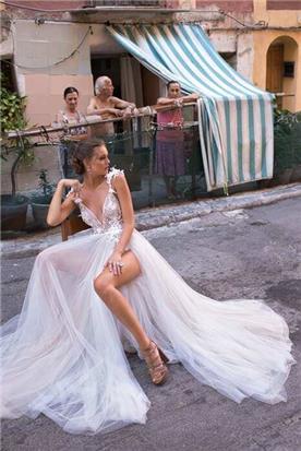 שמלת כלה עם שסע ומחשוף