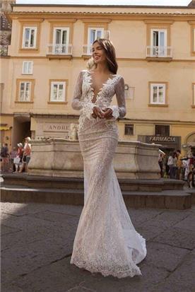שמלת כלה: קולקציית 2020, שמלה בסגנון רומנטי, שמלה עם תחרה, שמלה עם מחשוף, שמלה עם שרוולים, שמלה בצבע לבן - ברטה BERTA
