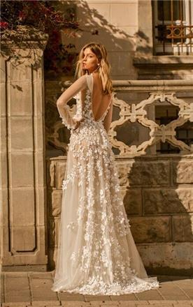 שמלת כלה רומנטית ופרחונית