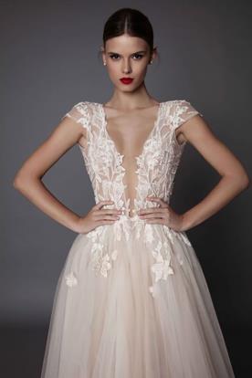 שמלת כלה נסיכתית מחשוף V