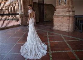 שמלה עם שרוול קצר בעיצוב מיוחד