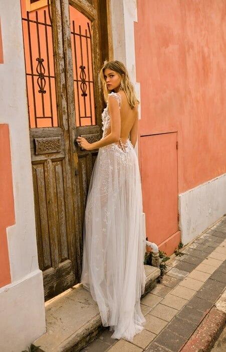 שמלת כלה שיפון ומחשוף גב