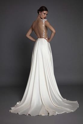 שמלת כלה מחשוף גב וכתפיות תחרה