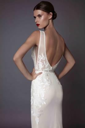 שמלת כלה עם חגורת מותן מאבנים