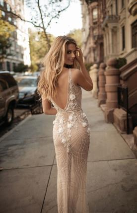 שמלת כלה נוצצת עם רקמה