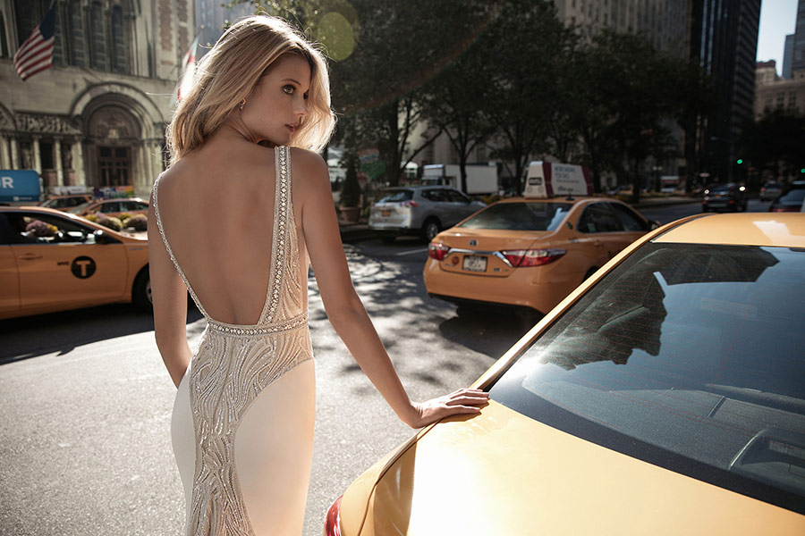 שמלת כלה מחשוף גב מעוגל
