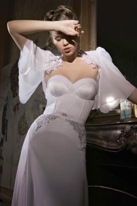שמלת כלה של מכווץ בכתפיים