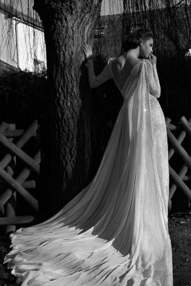 שמלת כלה אסימטרית עם שובל