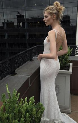 שמלת כלה עם גב חשוף