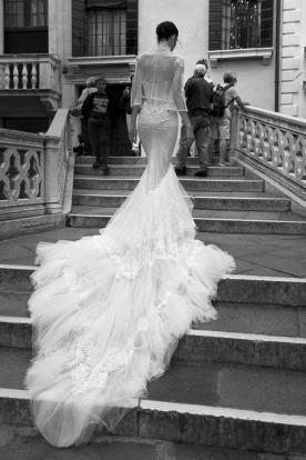 שמלת כלה שובל טול ותחרה