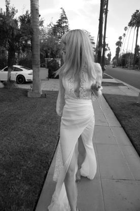 שמלת כלה שרוולים ושסע