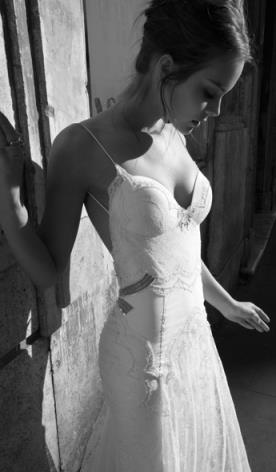שמלת כלה תחרה כתפיות דקות