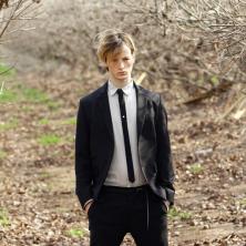 חליפת חתן עם עניבה שחורה