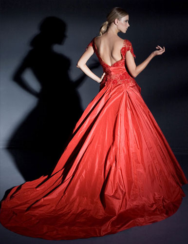 שמלה דרמטית נועזת לערב