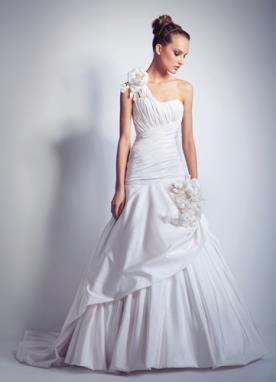 שמלת כלה נסיכותית איסימטרית לכלה