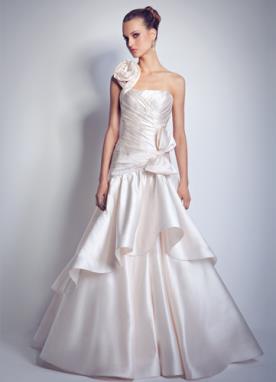 שמלת כלה נסיכותית איסימטרית