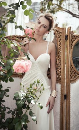 שמלת כלה משי למראה רך ורומנטי