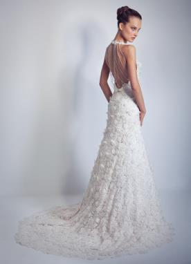 שמלת כלה נסיכותית מעוטרת