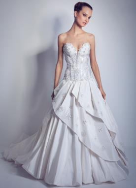 שמלת כלה נסיכותית עם מחוך מעוטר