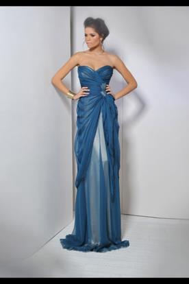 שמלת ערב כחולה בעיצוב קלאסי