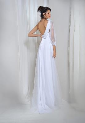 שמלת כלה אסימטרית עם שרוול ארוך אחד