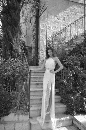 שמלת כלה קולר עם שסע וחרוזים