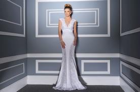 שמלת כלה מסאטן עם תחרה בצדדים