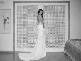שמלת כלה עם גב חשוף וכתפיות נוצצות