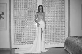 שמלת כלה בקישוט חרוזים עם שסע