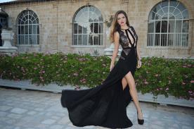 שמלת ערב מתחרה שחורה
