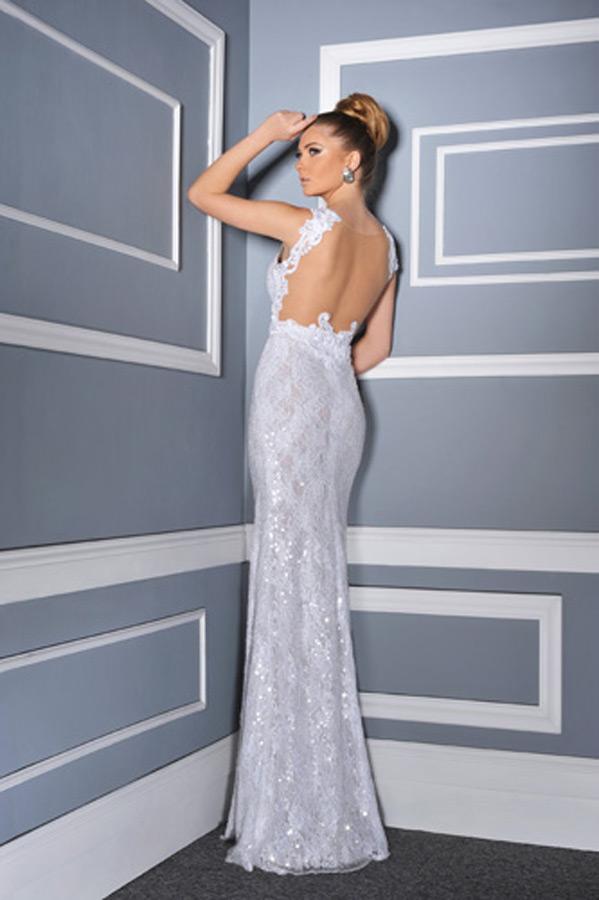 שמלת כלה צמודה עם גב פתוח