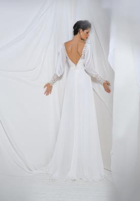 שמלת כלה עם גב חשוף ושרוול ארוך