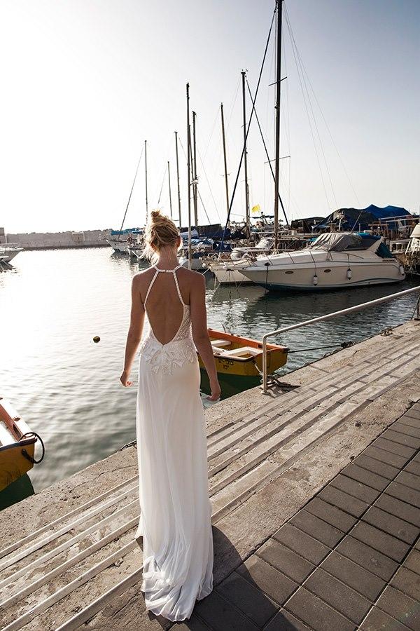 שמלה נשפכת גב חשוף