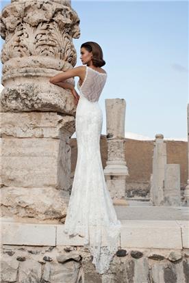 שמלה תחרה שובל ארוך