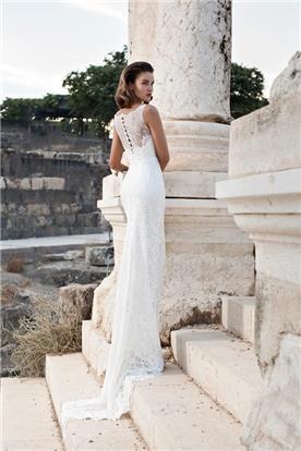 שמלה עם מחשוף בגב עם תחרה