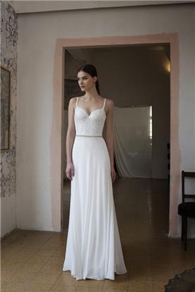 שמלה עם חגורה במותן