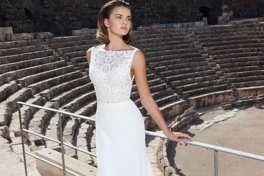 שמלה עדינה צמודה