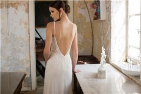 שמלת כלה: קולקציית 2018, שמלת שיפון, שמלה עם כתפיות דקות, שמלה עם תחרה, שמלה עם מחשוף, שמלה עם גב חשוף, שמלה בצבע לבן, שמלת מקסי - ואדים מרגולין - שמלות כלה