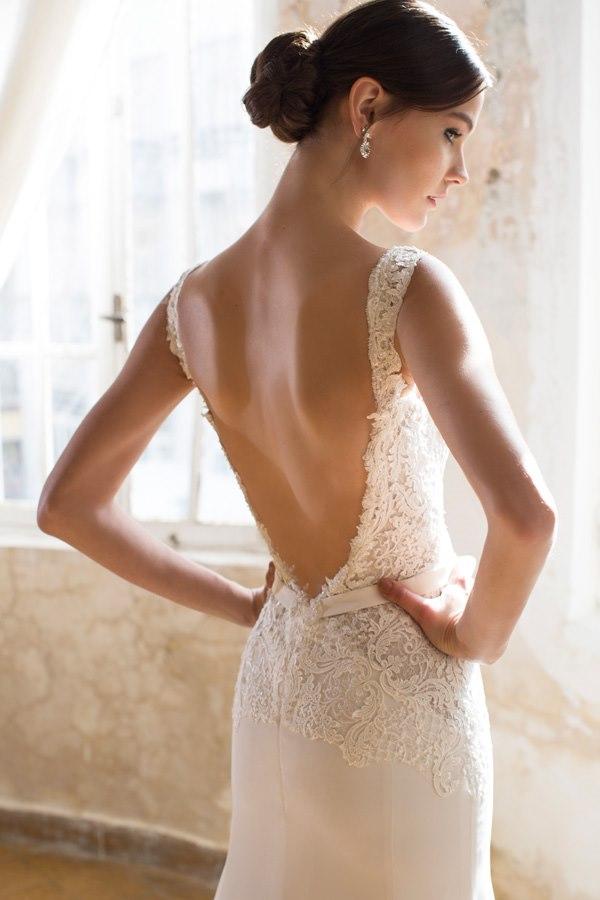שמלה עם גב חשוף עמוק