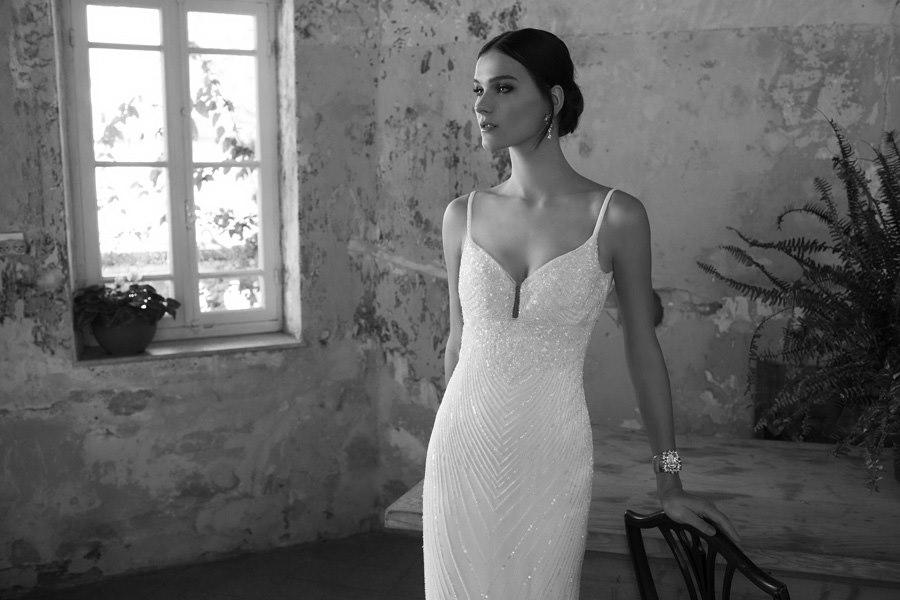 שמלה צמודה עם חרוזים