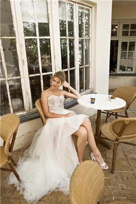 שמלת מיני מתנפחת עם שובל מקסי ארוך