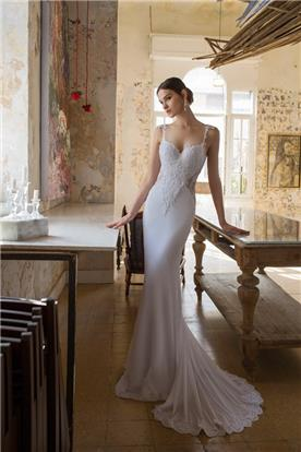שמלה צמודה שובל ארוך