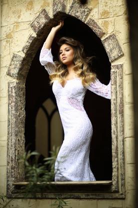 שמלת כלה עם תחרה שקופה