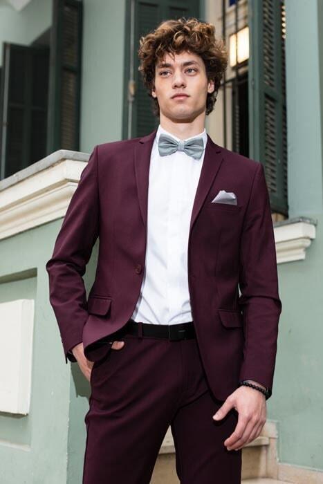 חליפת חתן: קולקציית 2019, חליפה בצבע בורדו, חליפת שלושה חלקים, חליפה בגזרה ישרה, חליפה בדוגמה חלקה - סאלינה  SALINA - חליפות חתן