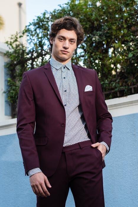 חליפת חתן: קולקציית 2019, חליפה בצבע בורדו, חליפת שני חלקים, חליפה בגזרה ישרה, חליפה בדוגמה חלקה - סאלינה  SALINA - חליפות חתן